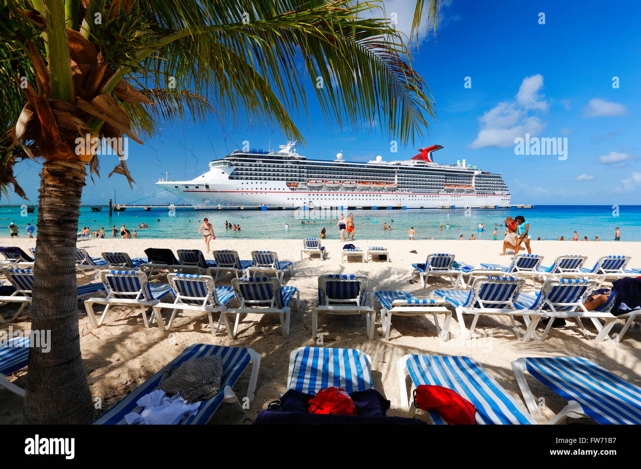 Beach And Cruise Line Ship In Grand Turk Turks And Caicos Islands - Turks and caicos cruise ship schedule
