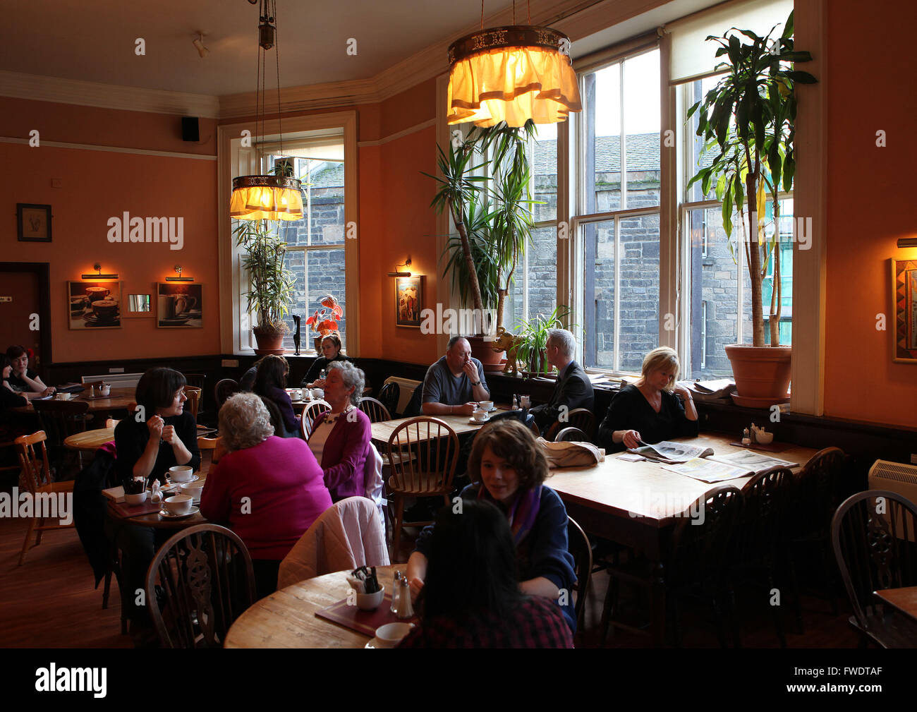 j k rowling stock photos j k rowling stock images alamy edinburgh scotland the elephant house cafe made famous by j k rowling as she write