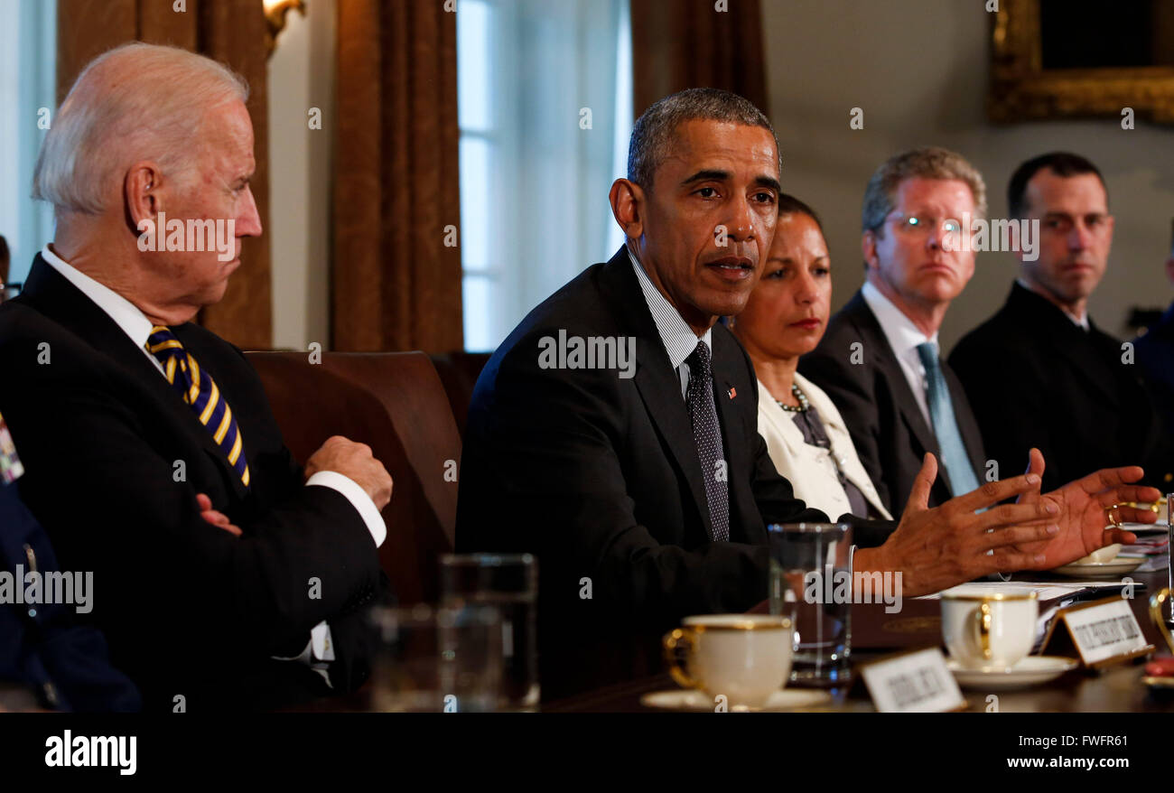 United States President Barack Obama (2L) meets with Combatant ...