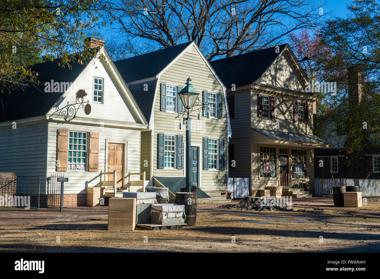 Colonial houses in the historical williamsburg virginia for Homes in colonial america