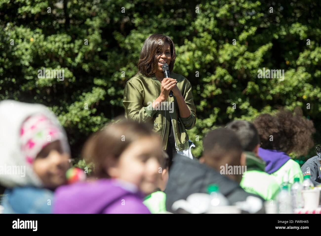 Kitchen Garden International Us First Lady Michelle Obama Addresses Student Helpers Before