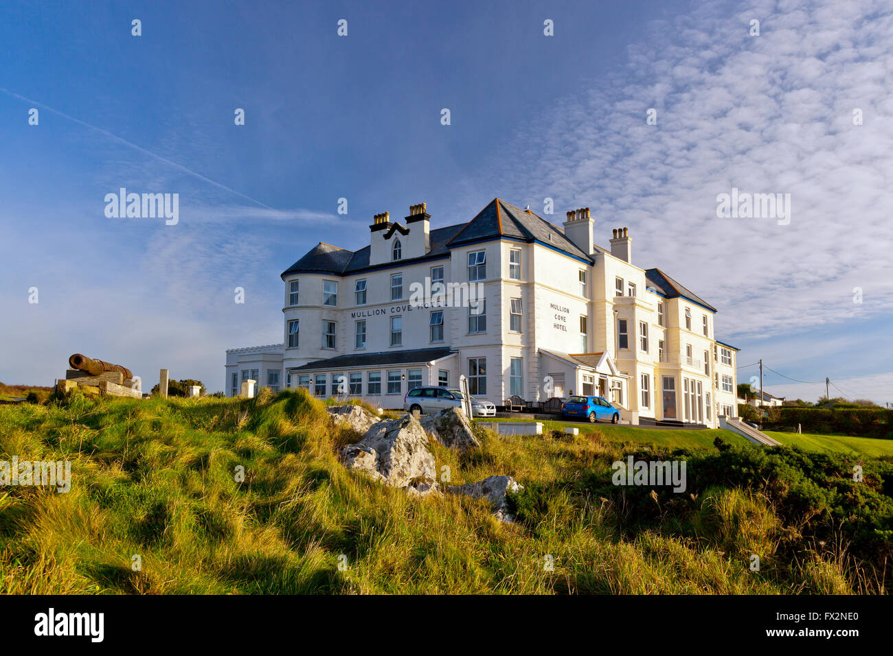 the mullion cove hotel on the cliff top of the lizard. Black Bedroom Furniture Sets. Home Design Ideas