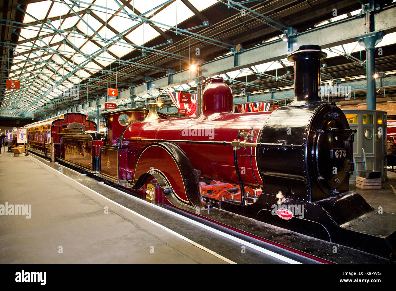 Foyer Museum York : Train in the station hall at national railway museum