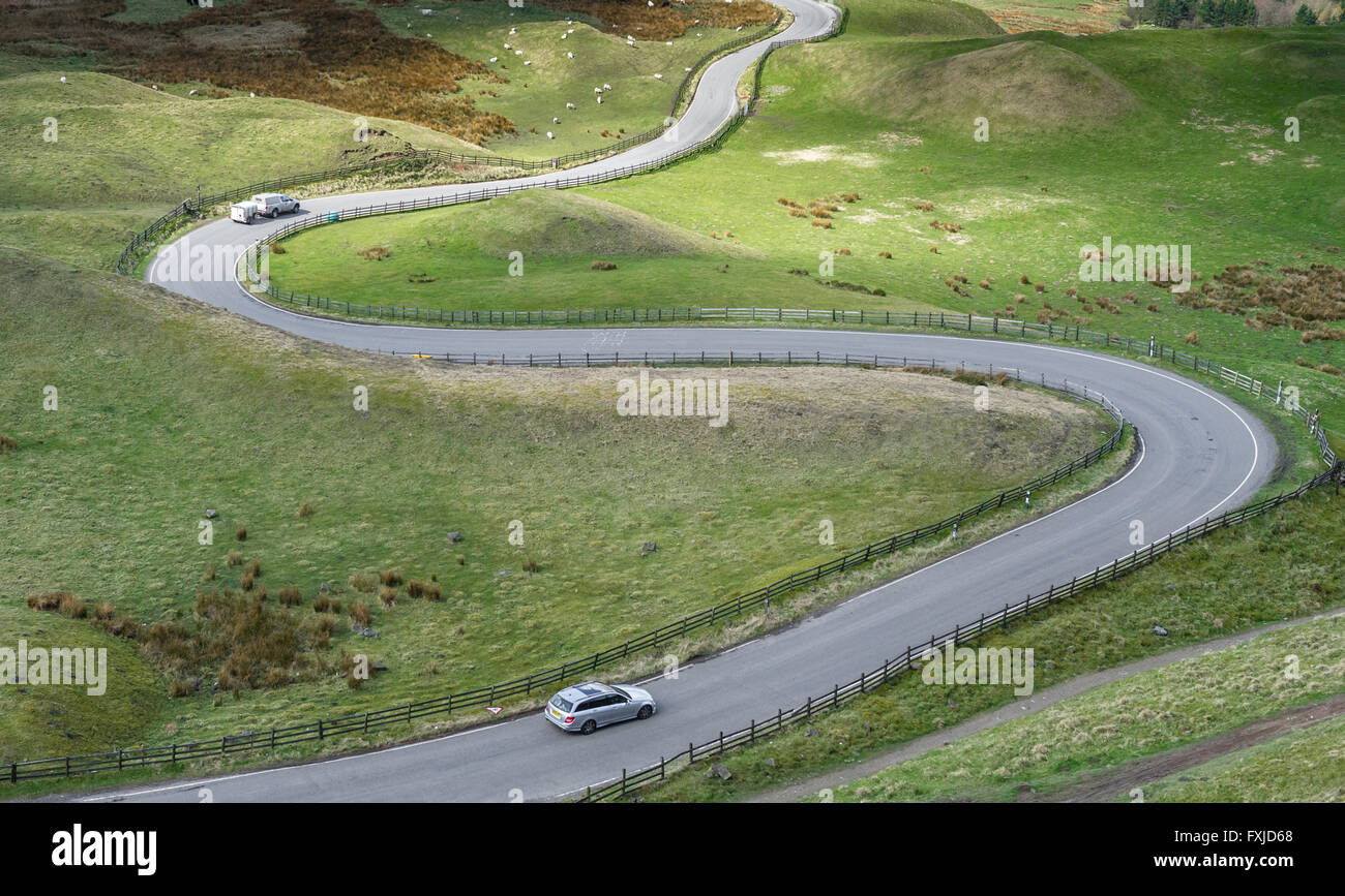 steep-twisty-minor-road-from-mam-tor-to-edale-in-the-peak-district-FXJD68.jpg