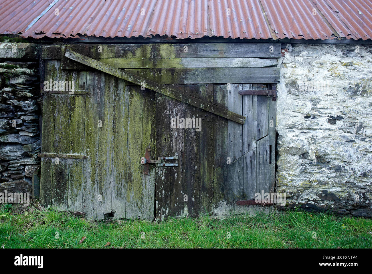 Details of old dilapidated farm buildings near bala for Garden shed north wales