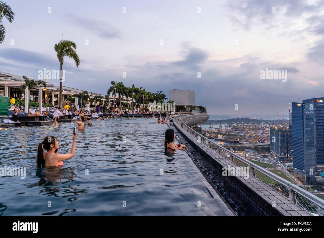 Marina Bay Sands Infinity Pool Roof Terasse Selfies Asian Stock Photo Royalty Free Image
