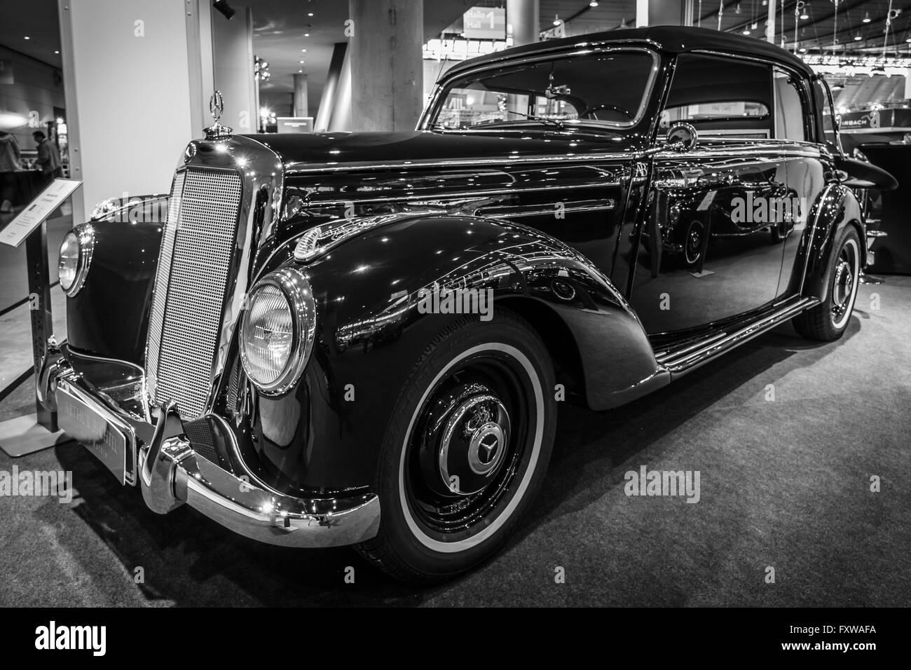 """Full-size Luxury Car Mercedes-Benz 220 """"Cabriolet B"""" (W187"""