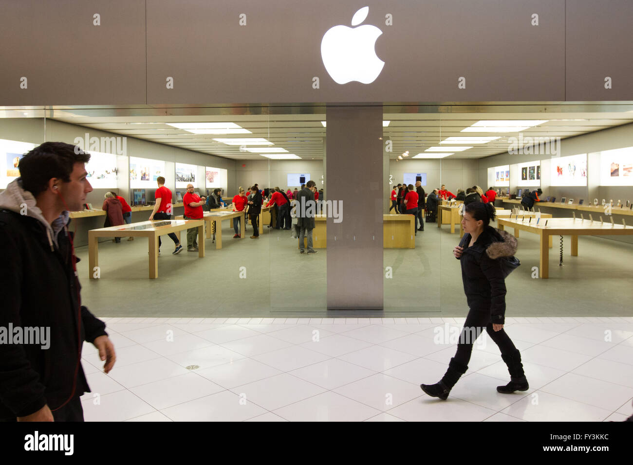 Apple store in the Rideau Centre in downtown Ottawa t on