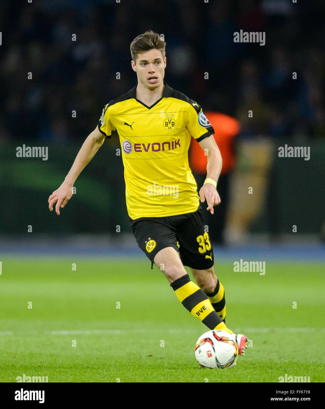 Berlin Germany 20th Apr 2016 Dortmund s Julian Weigl in action