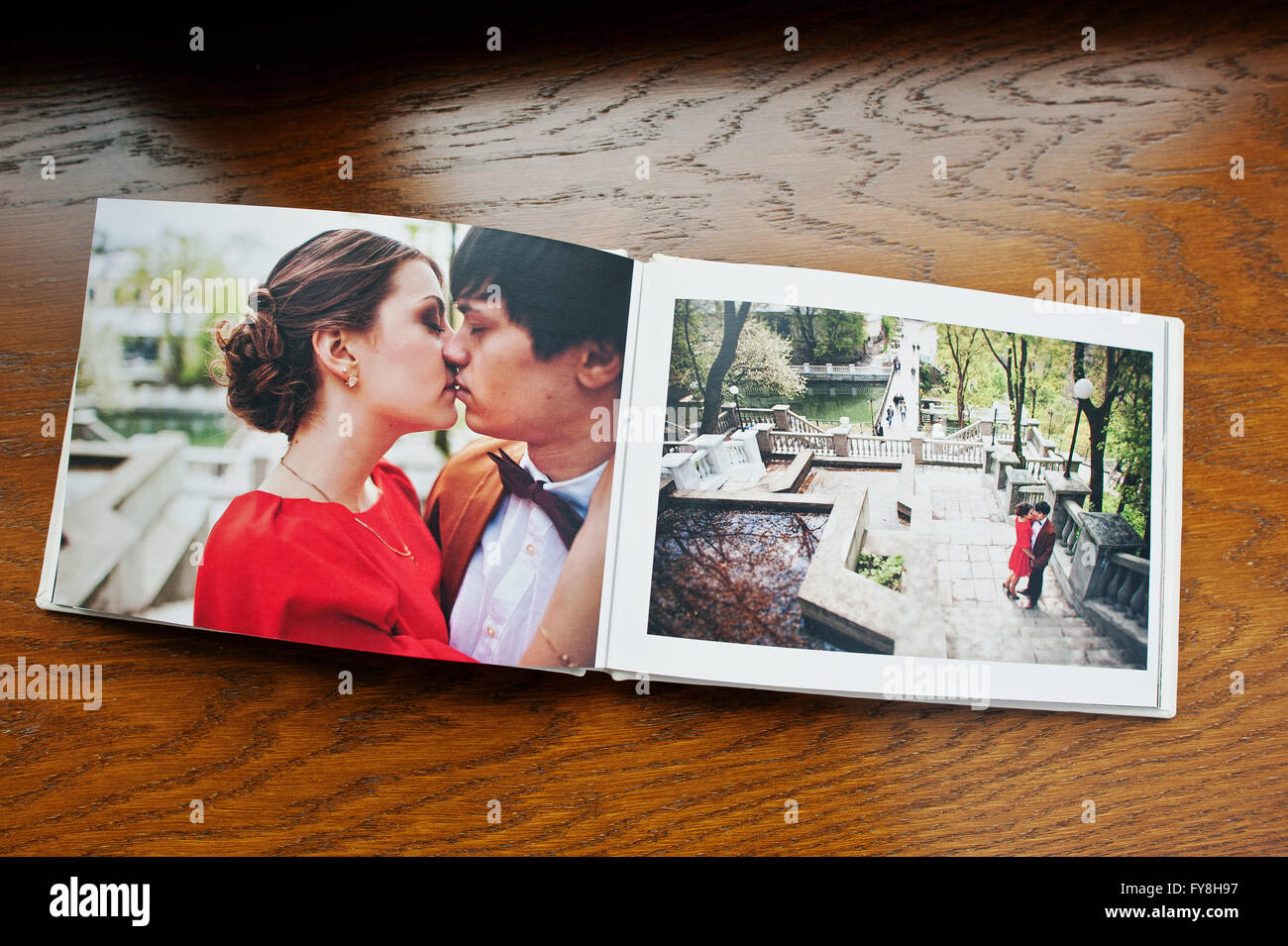 Bien connu Open pages of album photobook couple in love on wooden background  CS39