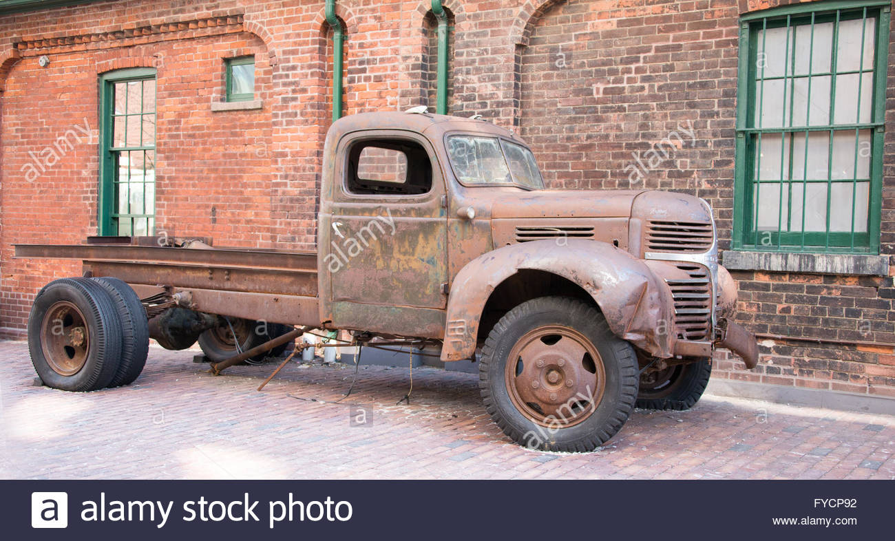 Distillery district: Rusted vintage American Dodge pick up truck ...