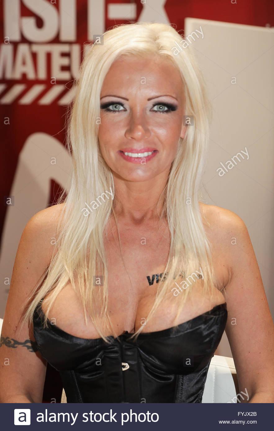 Vivian Schmitt Erotik