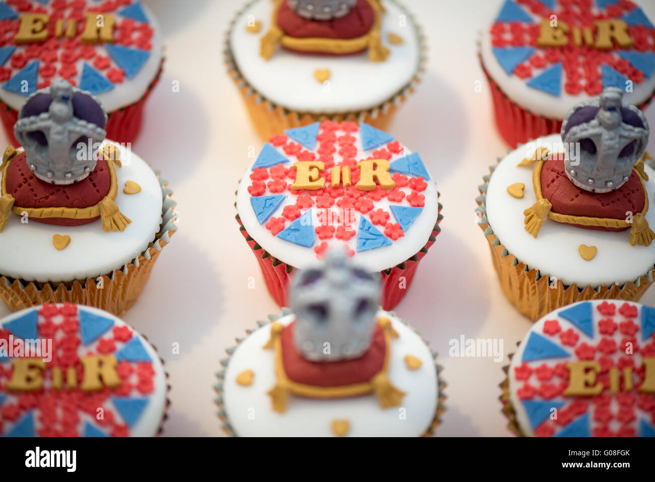 Sugarcraft Cake Decorating And Baking Show : Royal Queen Elizabeth themed cupcakes at Cake ...