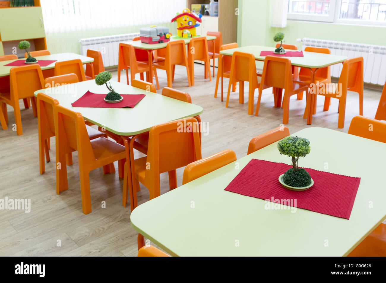 Kindergarten classroom table - Kindergarten Classroom With Small Chairs And Tables