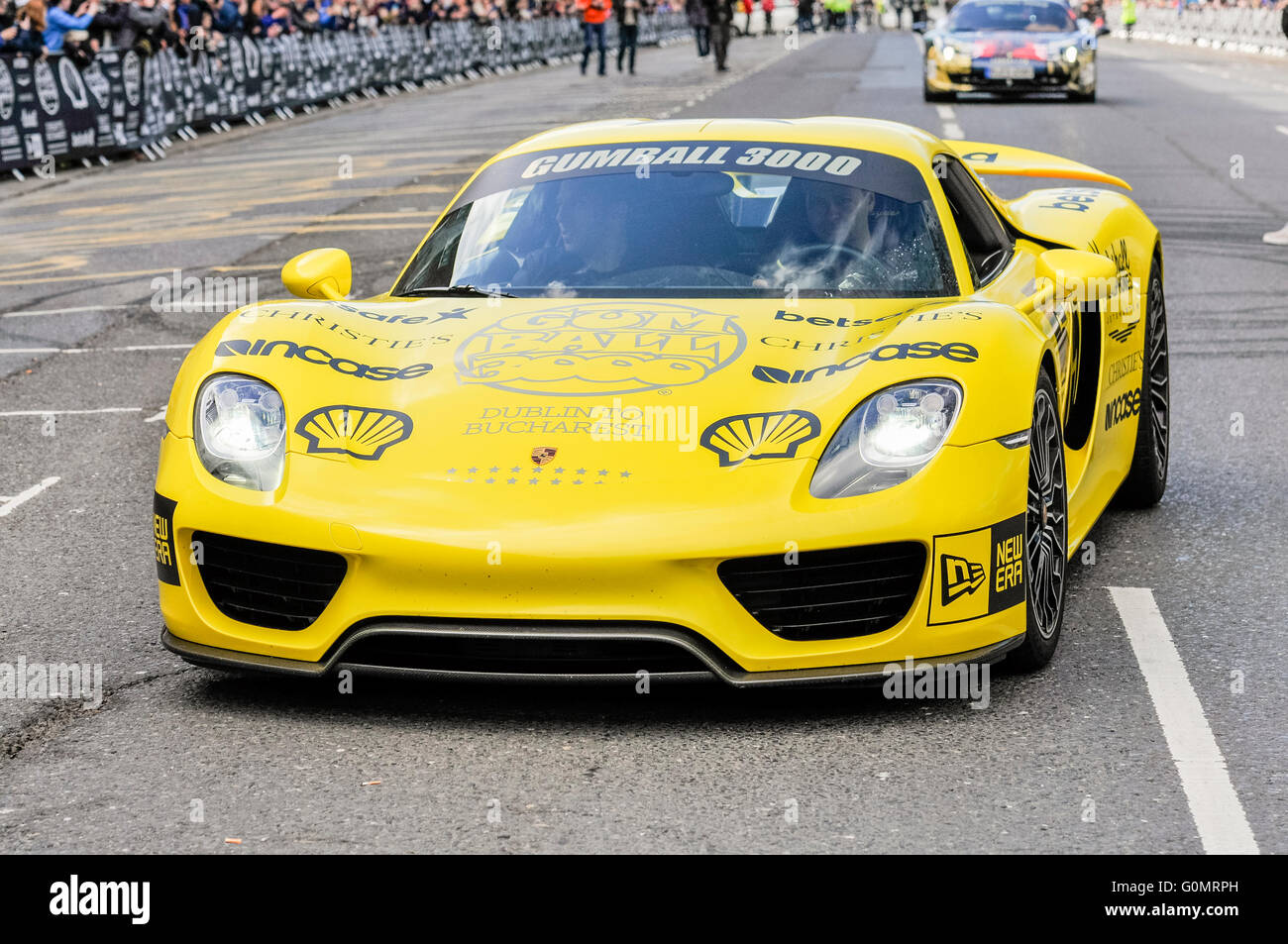yellow porsche 918 spyder plug in hybrid hypercar 887 hp. Black Bedroom Furniture Sets. Home Design Ideas
