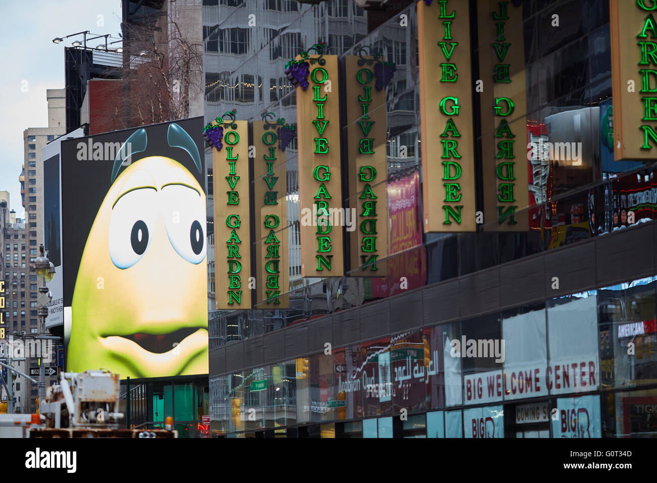 Superior New York Times Square Broadway Mu0026M Screen Olive Garden Signs Sweets Face  Caricature Screen