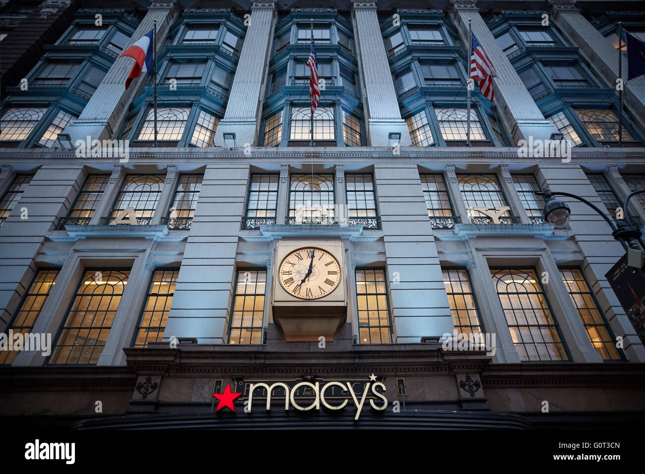 New York Macy 39 S Exterior Clock On Building Front Macy 39 S Herald Stock Photo 103791765 Alamy