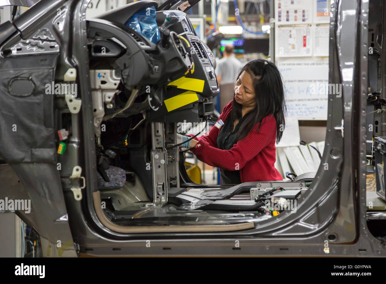 Windsor ontario canada 6th may 2016 fiat chrysler automobiles fiat chrysler automobiles windsor assembly plant where fca is launching the 2017 chrysler pacifica workers at the plant are members of unifor biocorpaavc