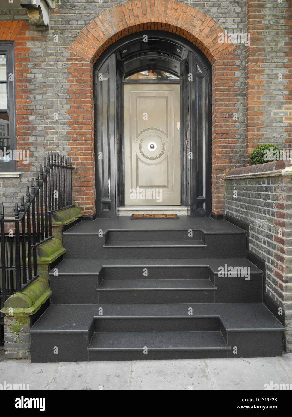 Elegant painted front doors - Elegant Painted Front Doors In Mayfair Notting Hill Chelsae London Uk