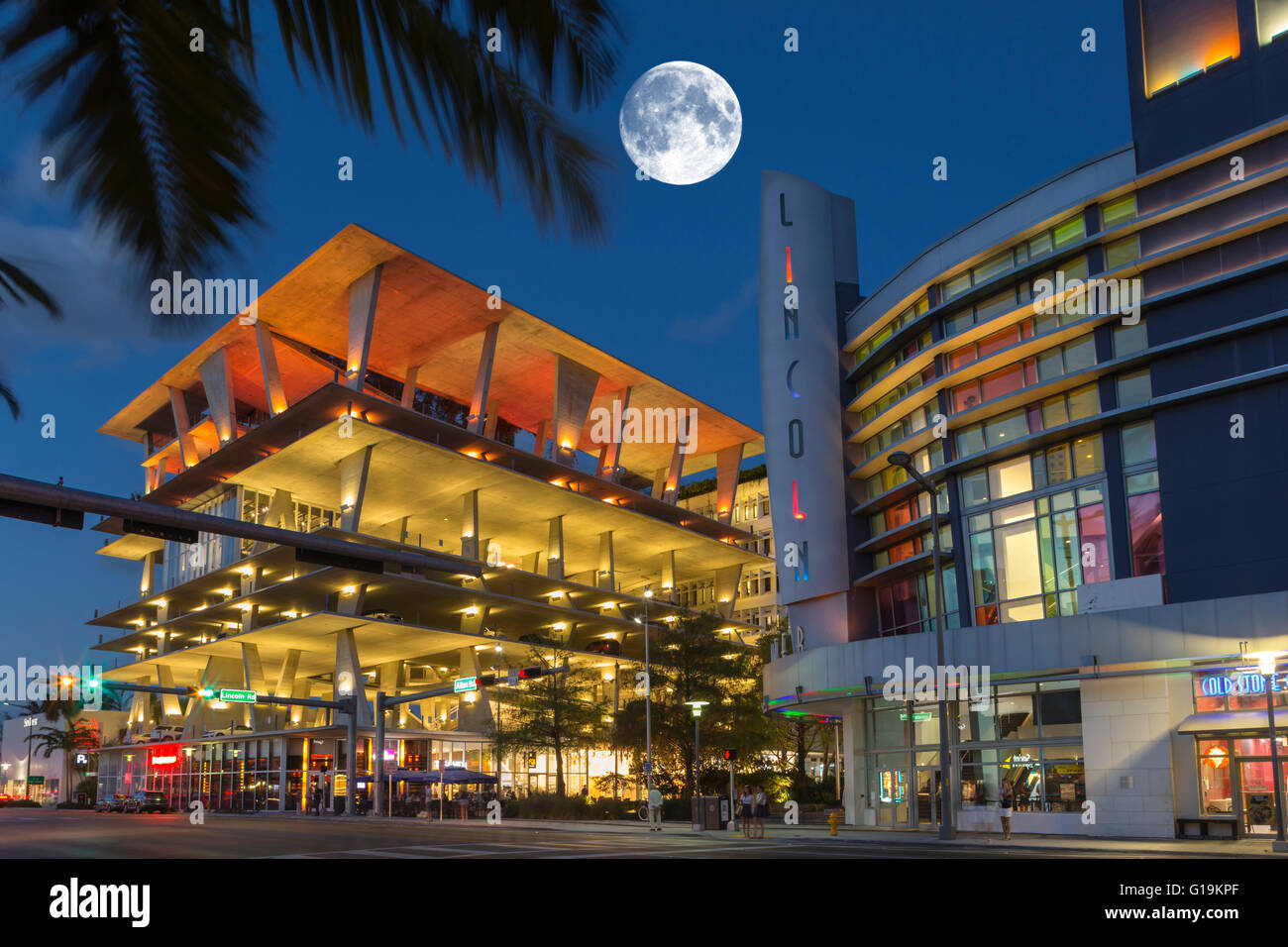 Stock Photo 1111 Lincoln Road Multi Level Parking Garage Regal Movie Theater South 104089959 on 1111 Lincoln Road Miami Beach Usa 2010