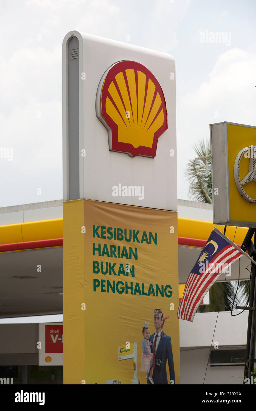 Shell Petrol Station Sign In Penang Malaysia Stock Photo Royalty Free Image 104094870 Alamy