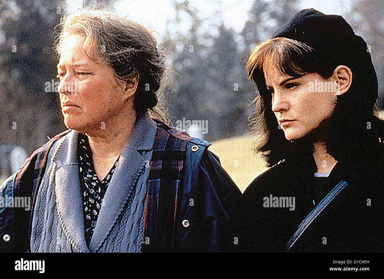 Jennifer Jason Leigh and kathy bates