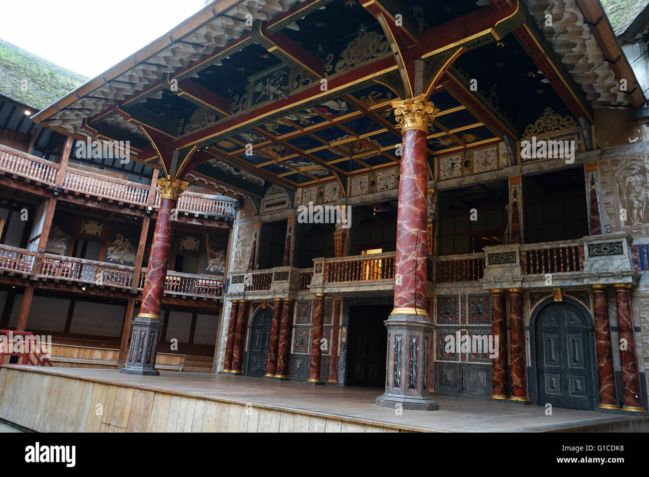 a history of how the shakespeares globe theatre was built The globe theatre (also known as the shakespearean globe theatre) is one of the most recognized theatres in the world it was built in 1599 and was one of four major theatres in london, including .