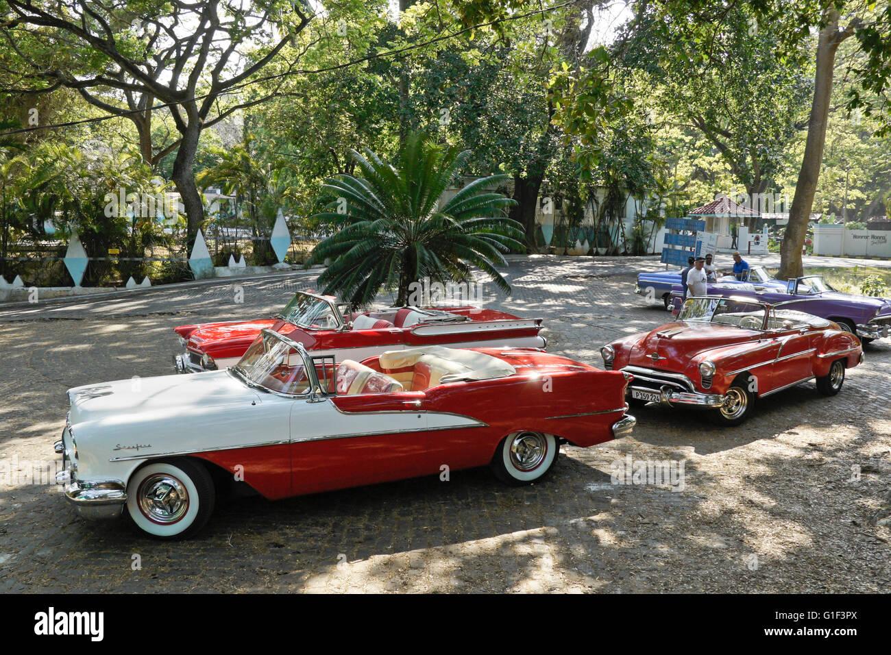 Classic american convertibles in parque almendares havana for Classic american convertibles