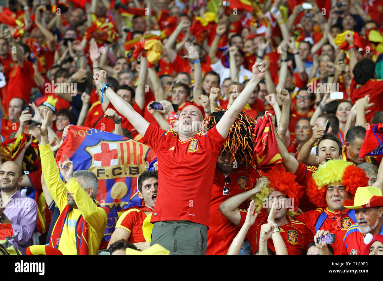 Swell Spain National Football Team Supporters Show Their Support During Hairstyles For Women Draintrainus