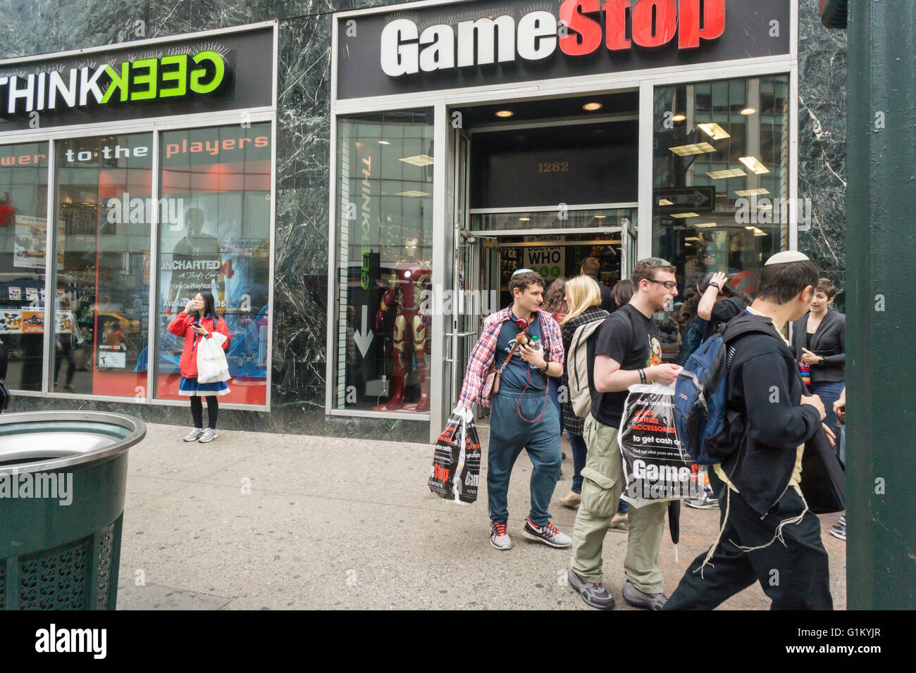 Hundreds of excited geeks come to the opening of gamestop s thinkgeek store in new