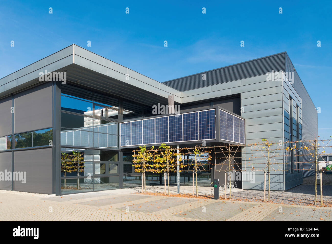 Solar Powered Office Buildings : Modern office building exterior with solar panels above