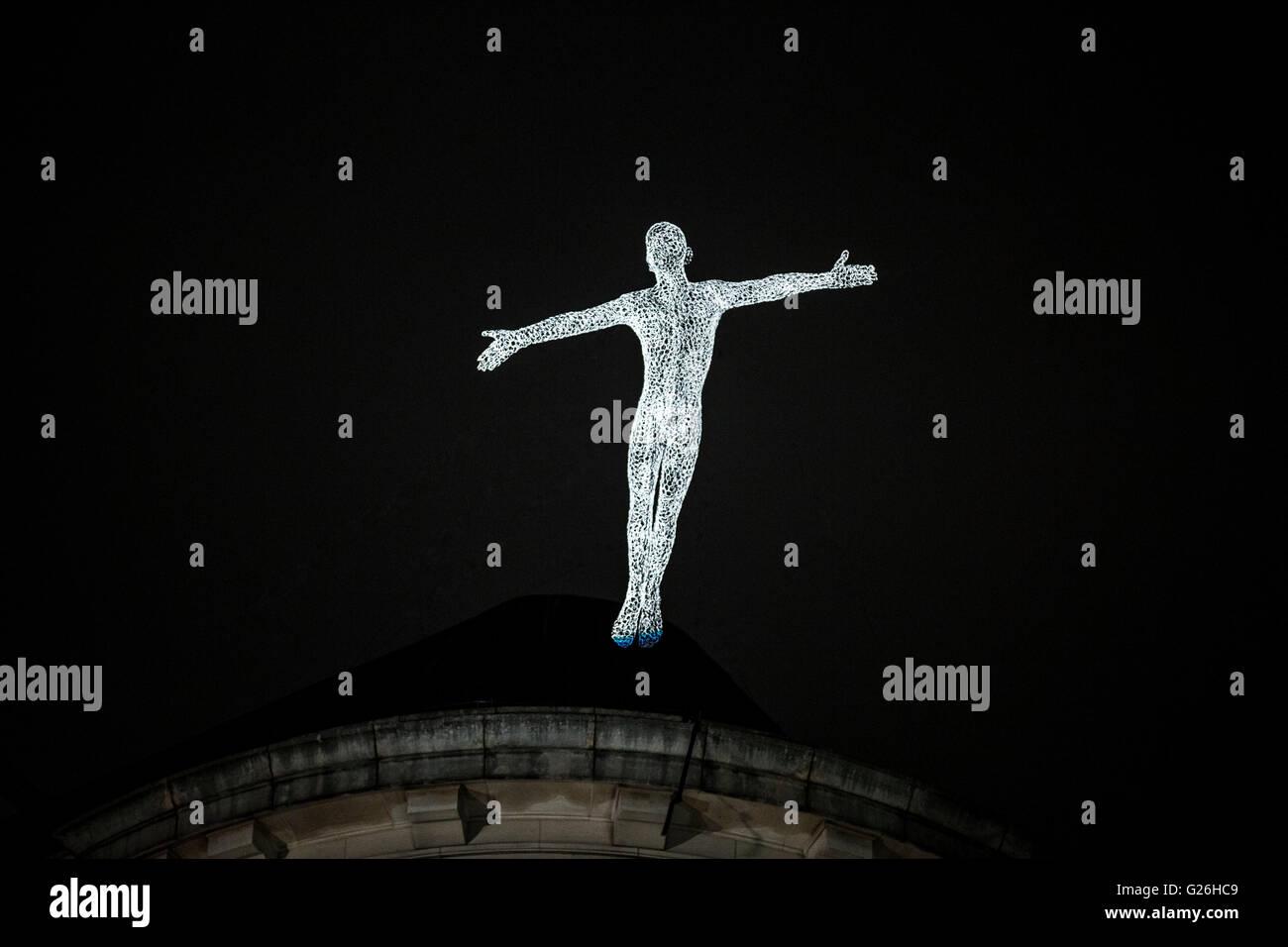 Lumiere london 2016 lighting art london lighting glow lumiere london 2016 lighting art london lighting glow lighting art wire arte hombre human light fly light color ar buycottarizona