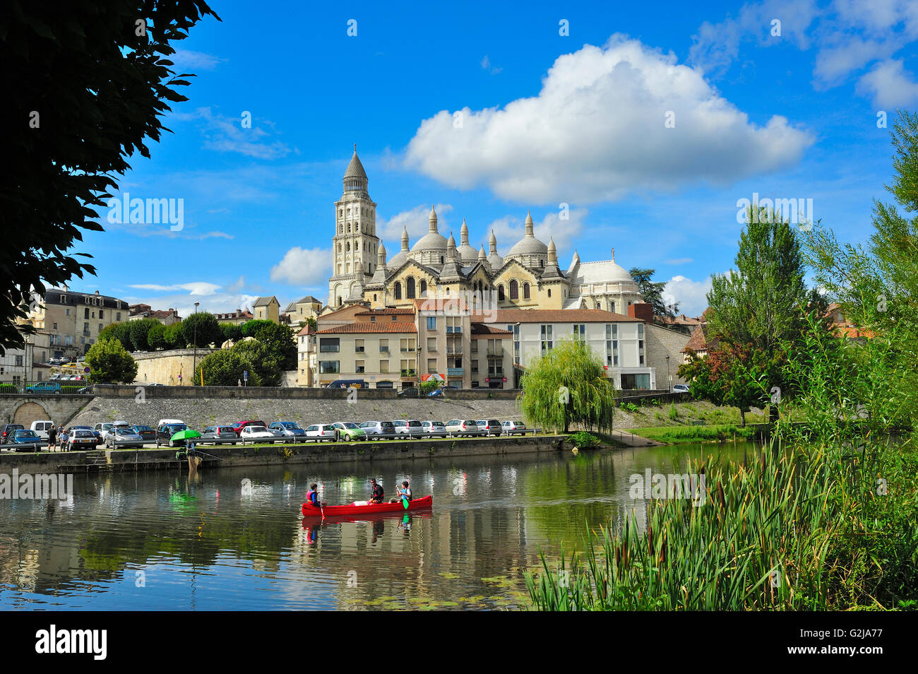 canoe in l 39 isle river and perigueux cathedral cathedrale saint front stock photo 104894699 alamy. Black Bedroom Furniture Sets. Home Design Ideas