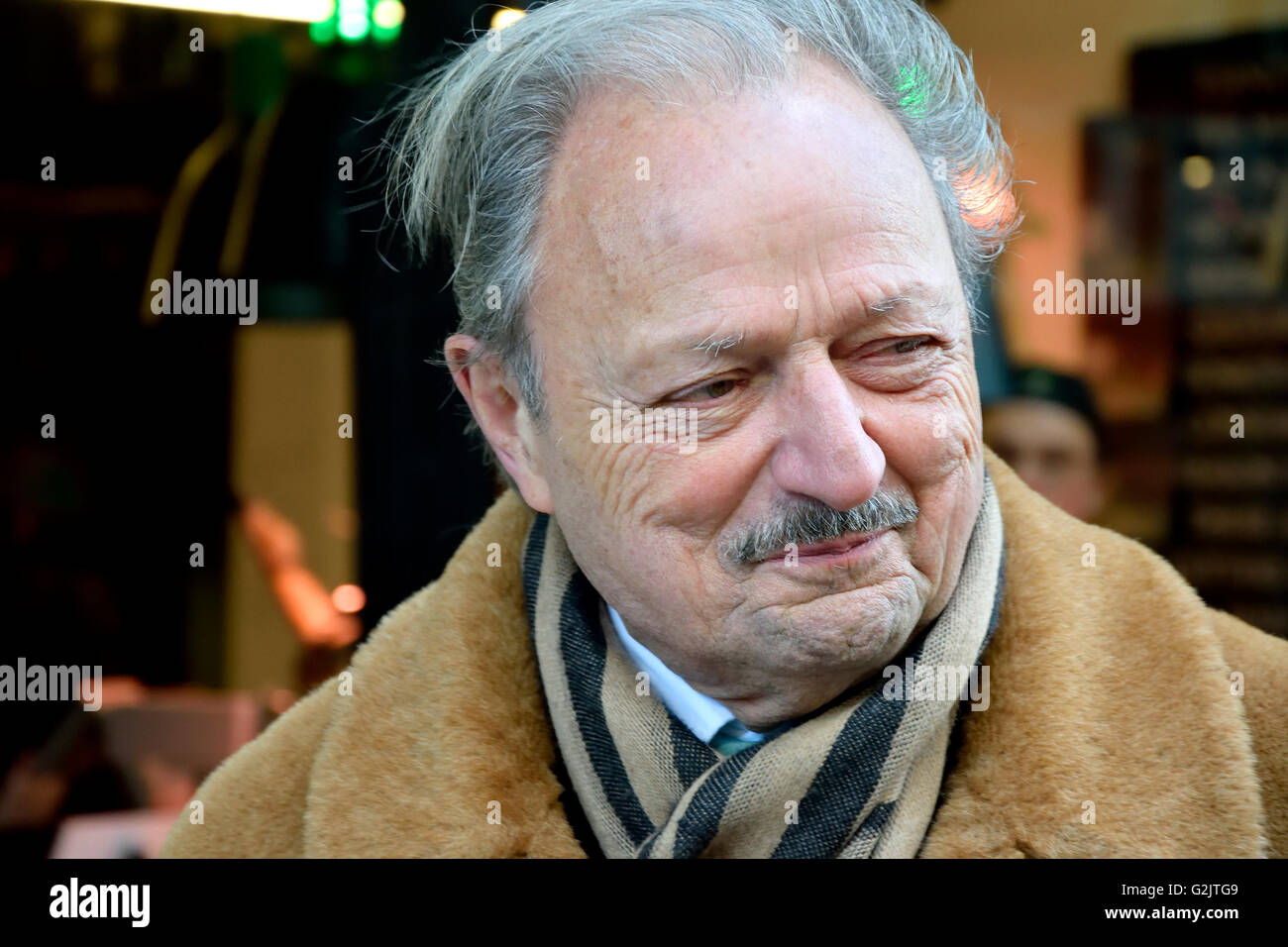 peter bowles height