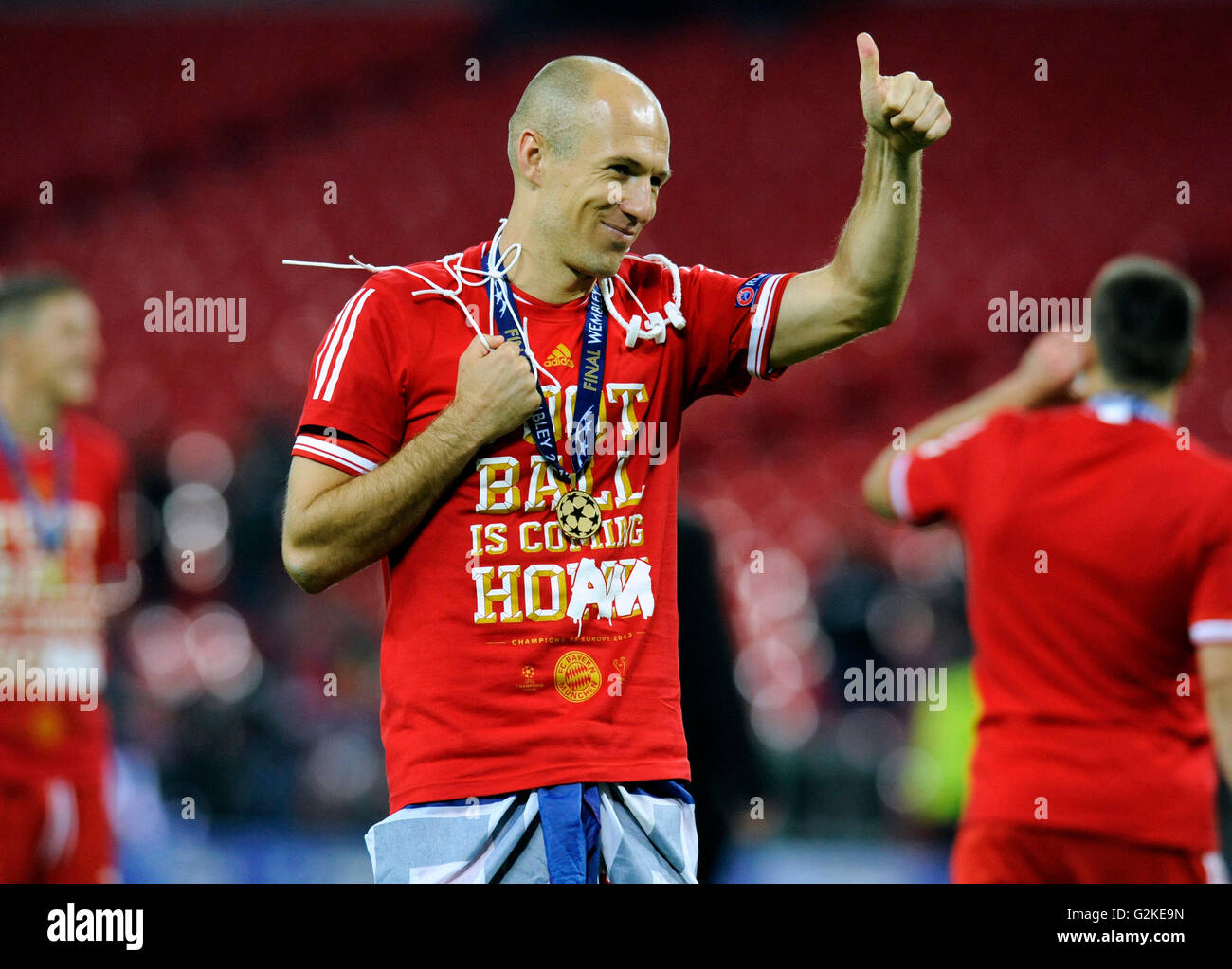 Arjen robben making a thumbs up gesture at the end of the game uefa arjen robben making a thumbs up gesture at the end of the game uefa champions league final 2013 borussia dortmund fc bayern voltagebd Choice Image