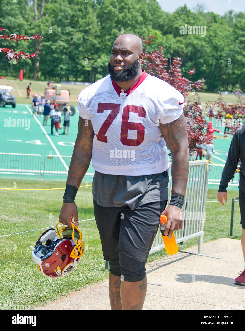 Washington Redskins offensive tackle Morgan Moses 76 leaves the