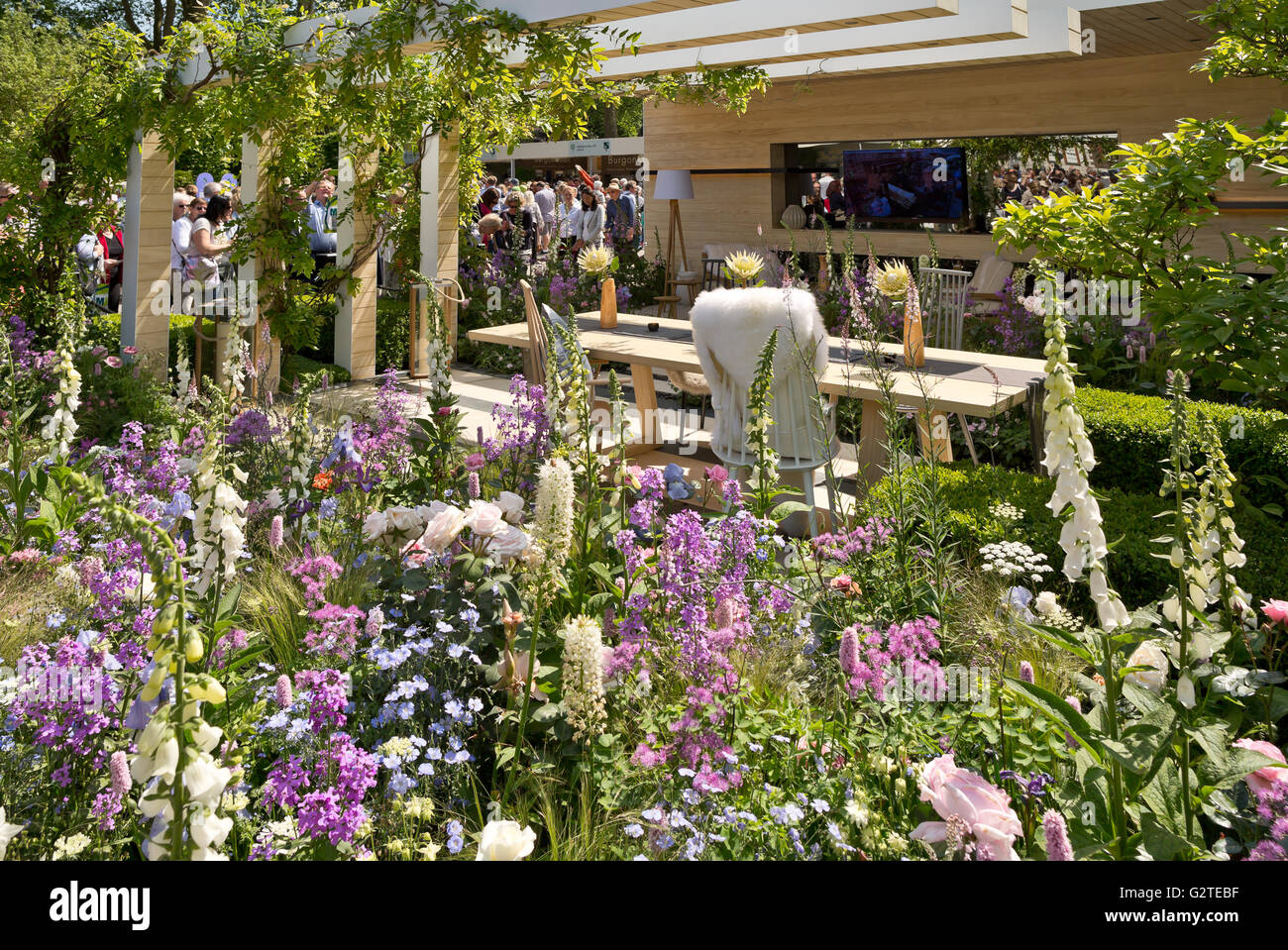 Rhs chelsea flower show 2016 the lg smart garden silver gilt medal stock photo royalty free - Chelsea flower show gold medal winners ...