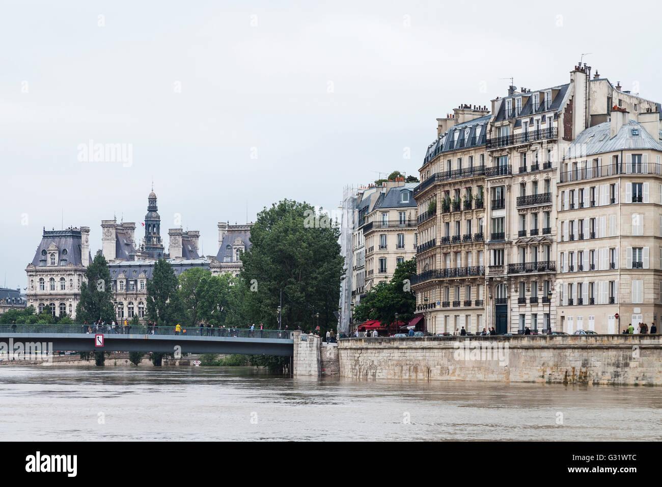 Flood in paris ile de st louis h tel de ville 2016 stock photo royalty free image 105148412 - Hotel ile saint louis ...