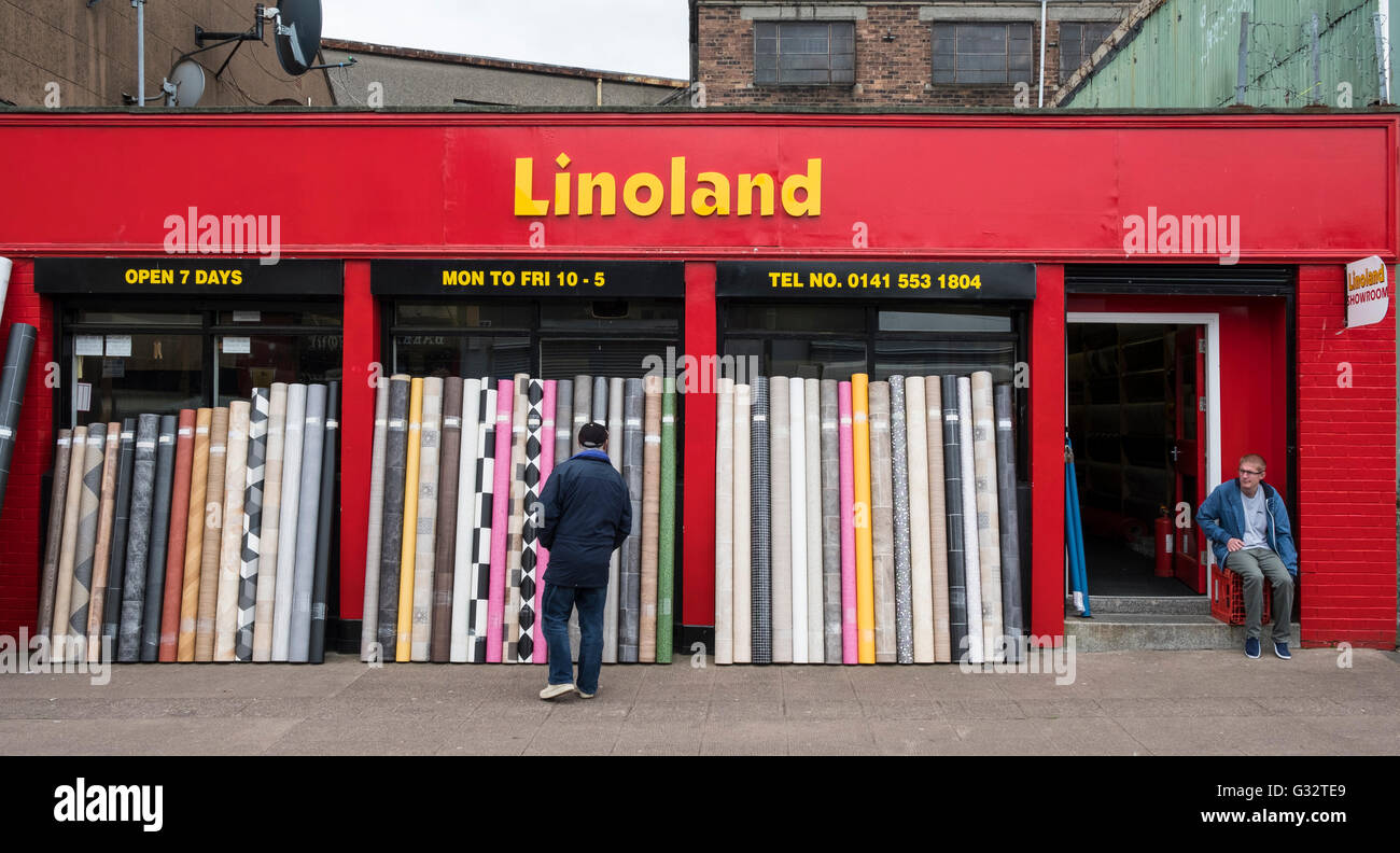 view of shop selling linoleum flooring in barras market in glasgow stock photo royalty free. Black Bedroom Furniture Sets. Home Design Ideas