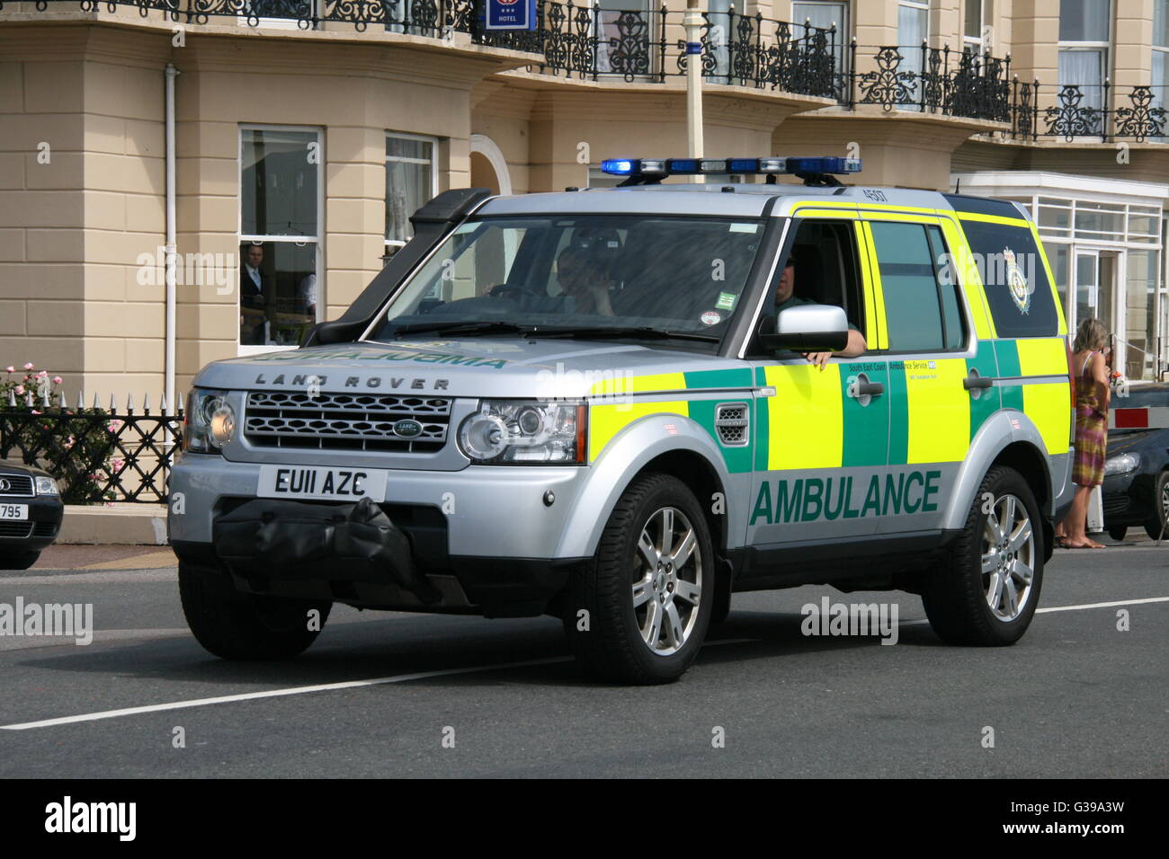south east coast ambulance service stock photos south east coast south east coast ambulance service range rover paramedic first response vehicle stock image