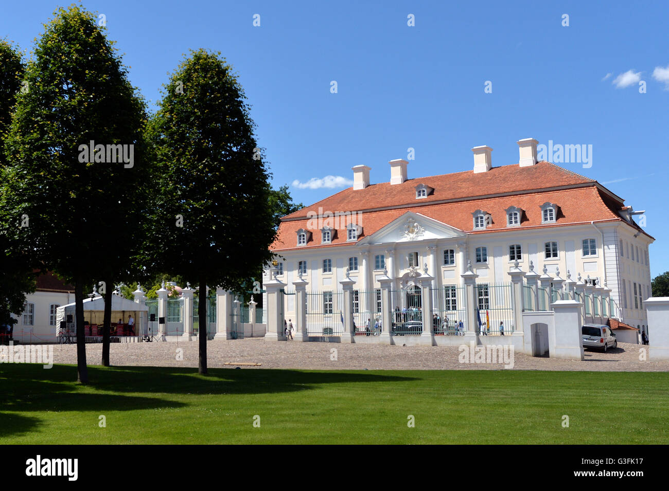 11th june 2016 visitor at meseberg castle the 10th open - Open Castle 2016