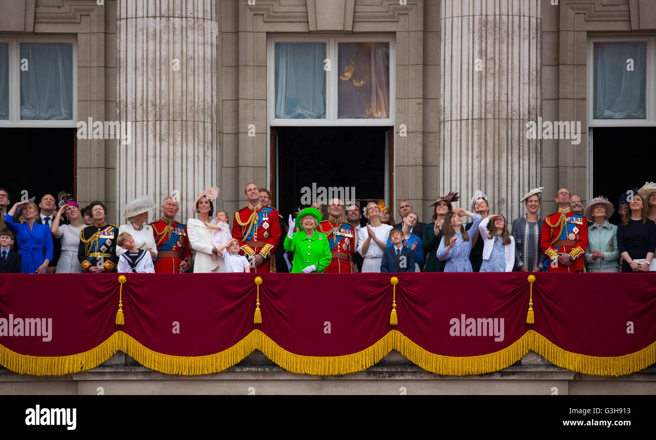 The british royal family gather on the balcony of for Queens wedding balcony