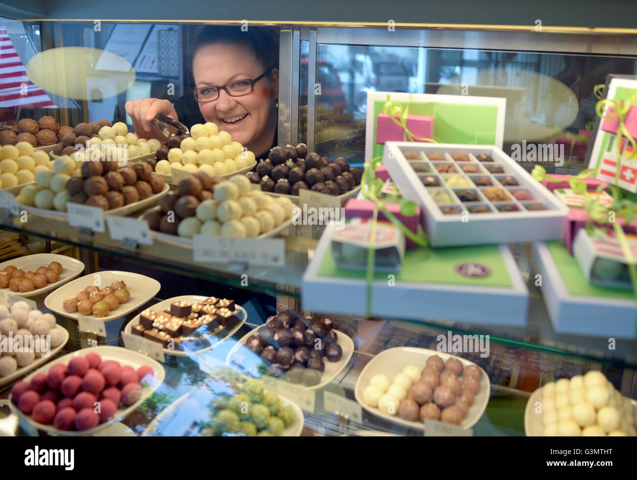 German master chocolate maker Sabine Dubenkropp plays with a ...