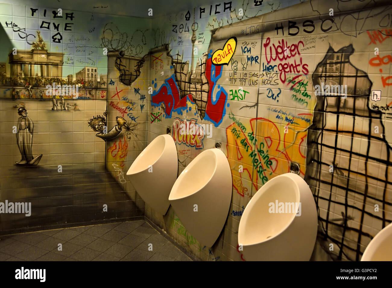 Grafitti wall painting - Graffiti Wall Painting Urinoir Urinal Toilet Berlin Germany