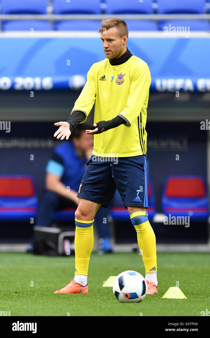Andriy Yarmolenko in action during a training session of the