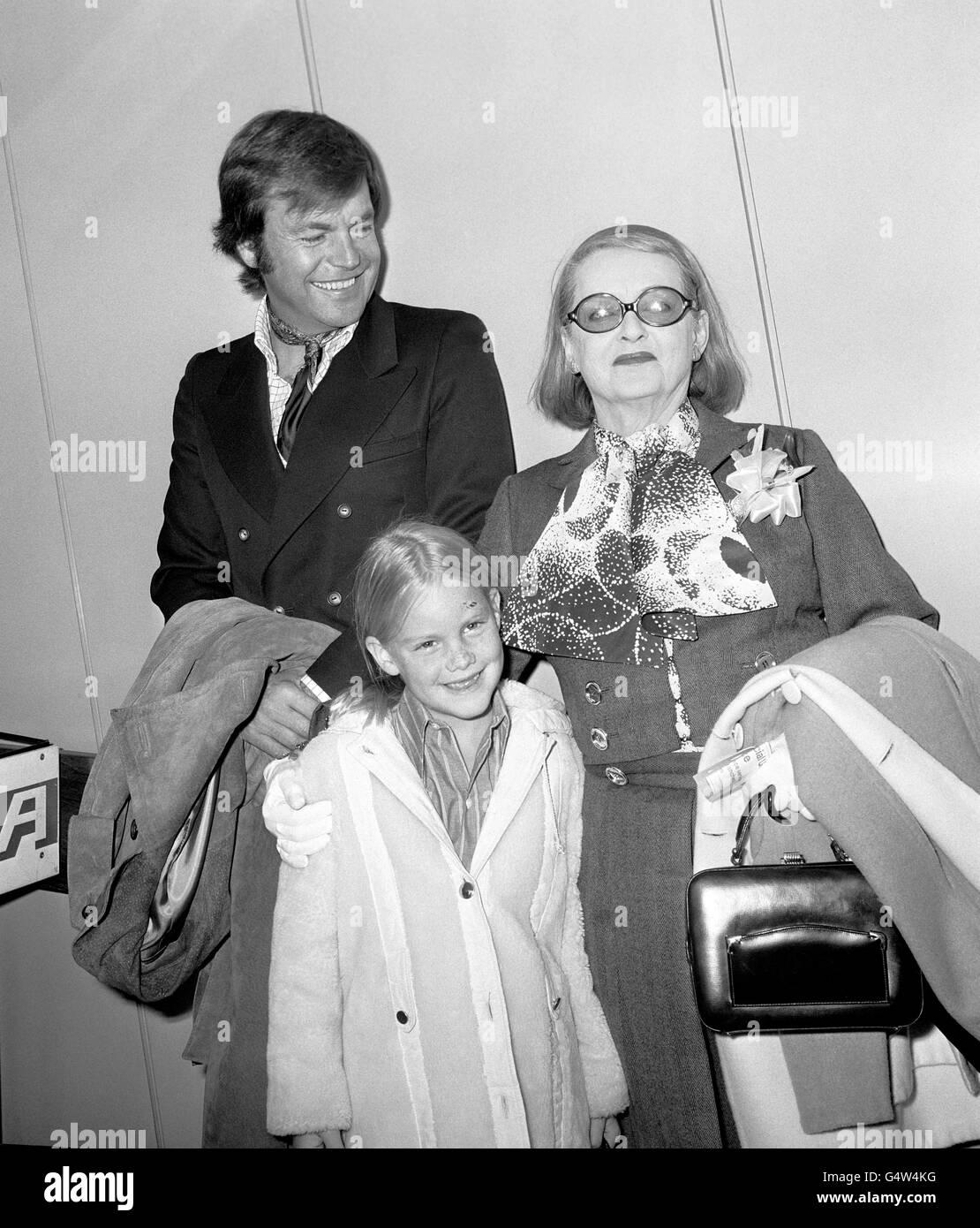 Margot Merrill Robert Wagner And Bette Davis Heathrow Airport London