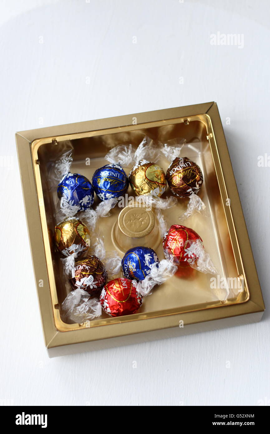 A box of Lindt Lindor assorted chocolates Stock Photo, Royalty ...