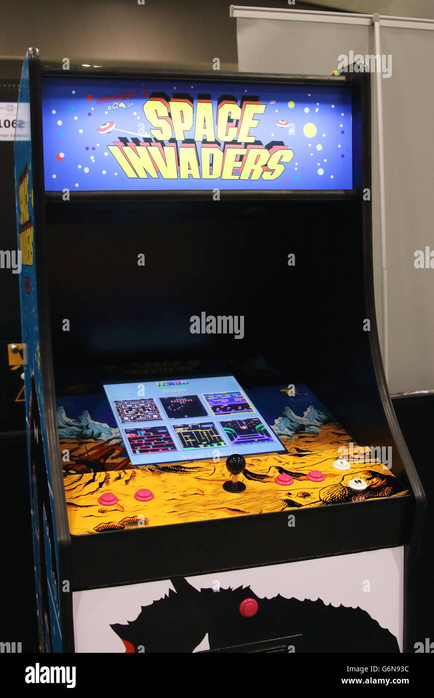 Space Invaders arcade game machine Stock Photo, Royalty ...