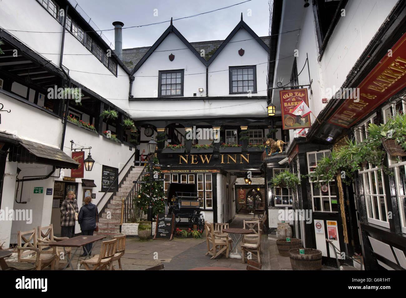 UK, Gloucestershire, Gloucester, Northgate Street, Christmas tree ...