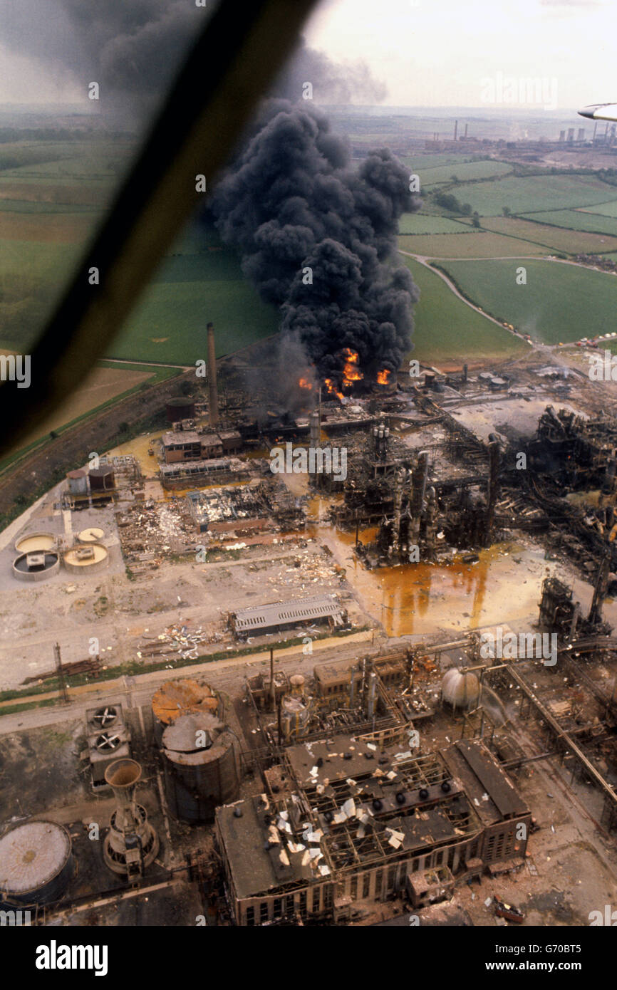 flixborough disaster The irony of flixborough, with respect to the mad cow tragedy, is that the disaster can be traced back to the farmers themselves it was the spraying of the reactor using water from the mains supply that had caused the stress corrosion.